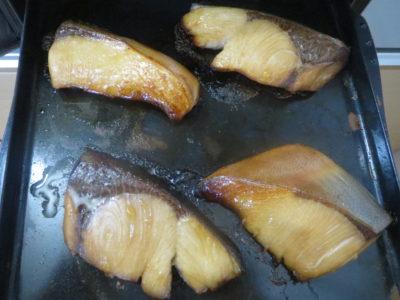 ノーリツコンロ「プログレ」のプレートパンでオートメニューで焼いたブリの画像
