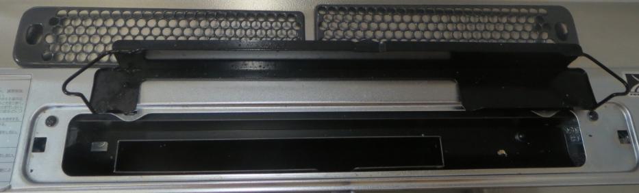 ノーリツコンロ「プログレ」の排気口のちり受けを取った画像
