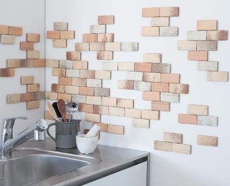 貼るレンガをキッチンに貼ったイメージ画像