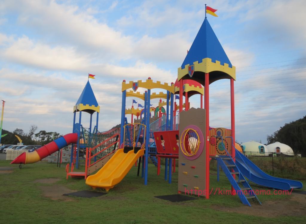 ヴィレッジ公園の遊具画像