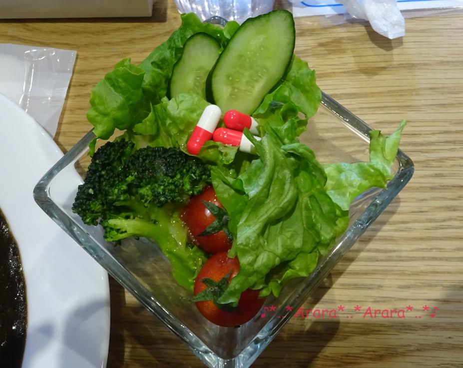 コナンカフェ「APTX4869カレー」のサラダ