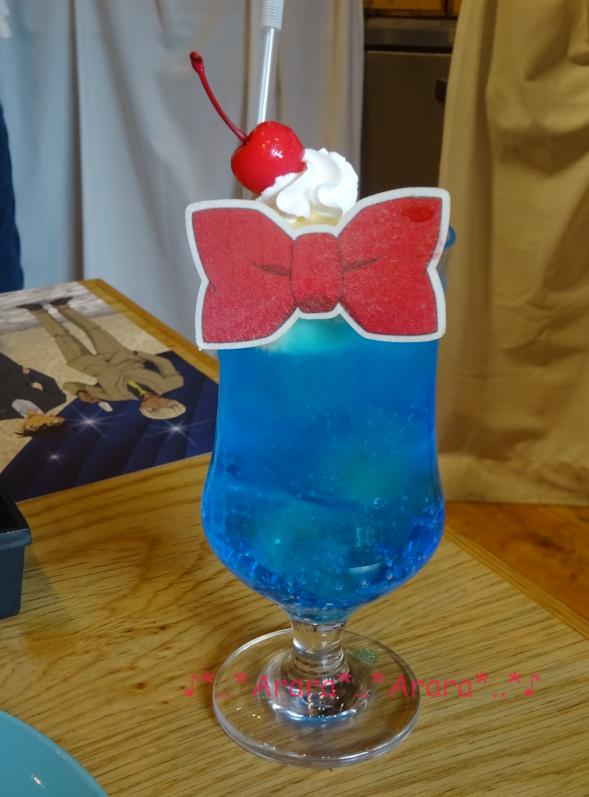 コナンカフェ「江戸川コナンの蝶ネクタイ型変声機クリームソーダ画像