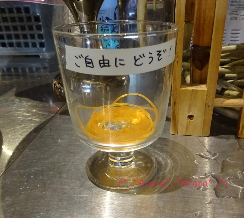 コナンカフェのランチョンマットお持ち帰り用の輪ゴムの画像