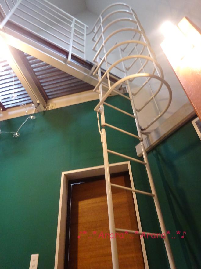 ロゴスランド「テントタイプ」部屋のロフトの階段の写真